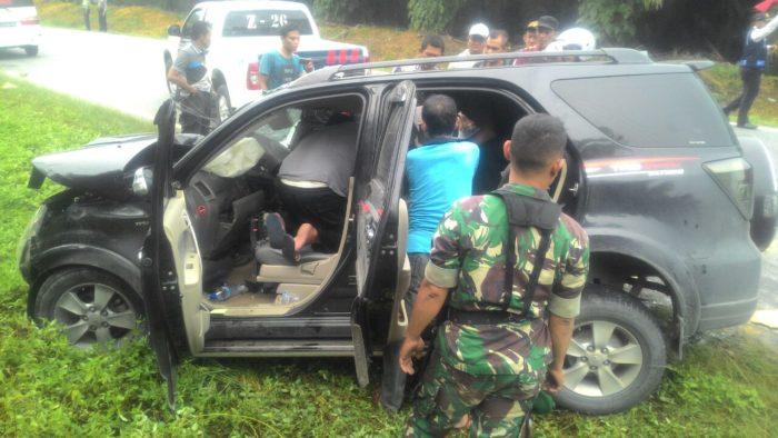 Mobil Toyota Rush Bonyok Laga Kambing Dengan Truck Tangki