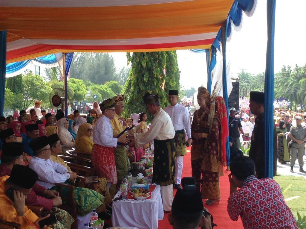 Selain Berhasil Memukau Publik,Rombongan Pawai Ta'aruf Meranti Tunjukkan Atraksi kearifan Lokal