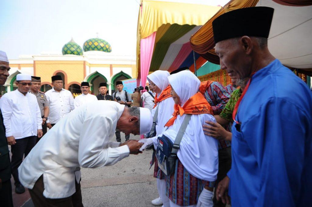 Wabup Meranti,H.Said Hasyim dan Ketua DPRD,H.Fauzi Hasan Lepas Keberangkatan 81 Orang Jemaah Haji Meranti