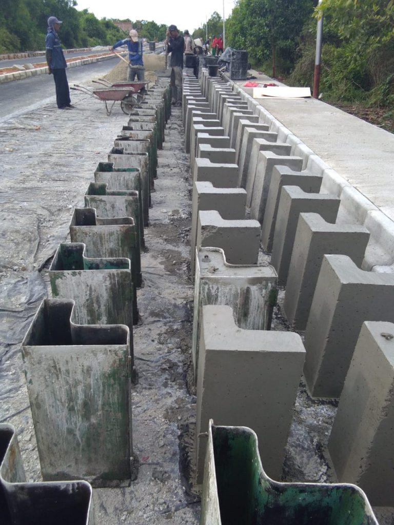 Mutu Beton Paving Block Trotoar Peningkatan Jalan Pramuka Selatpanjang Dipertanyakan