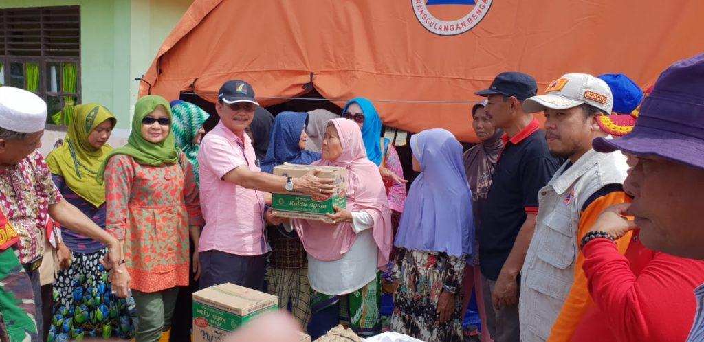 Pemkab Rohil Serahkan Bantuan Sembako Kepada Masyarakat Rantau Kopar