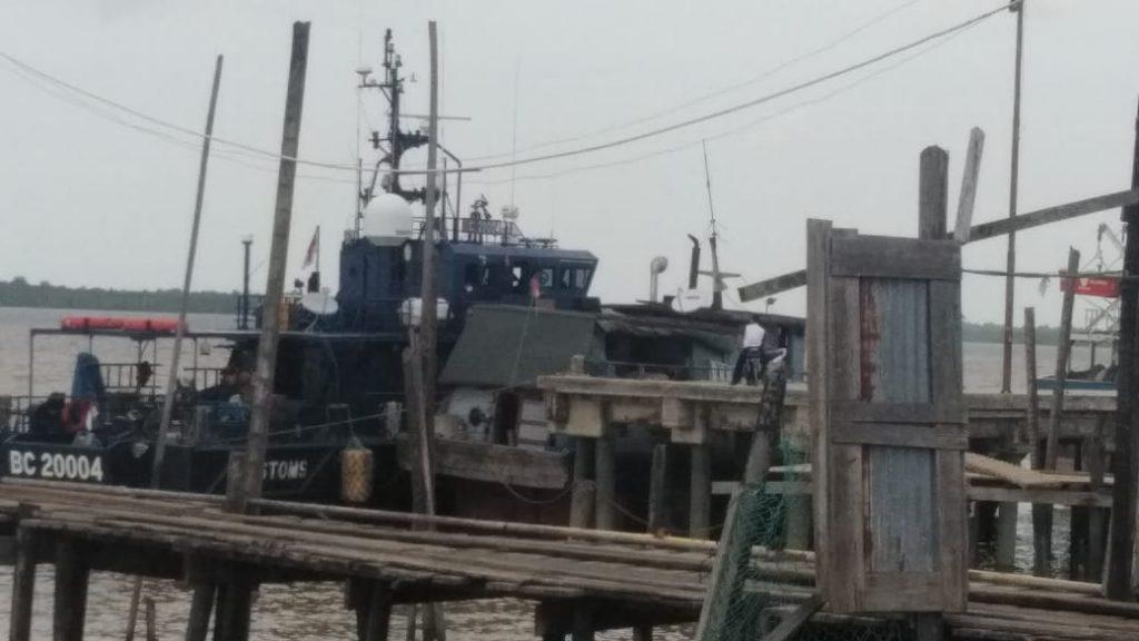 Kapal Patroli DJBC Karimun BC 20004 Tarik Kapal KM.Dua Bersaudara 88 Tenggelam