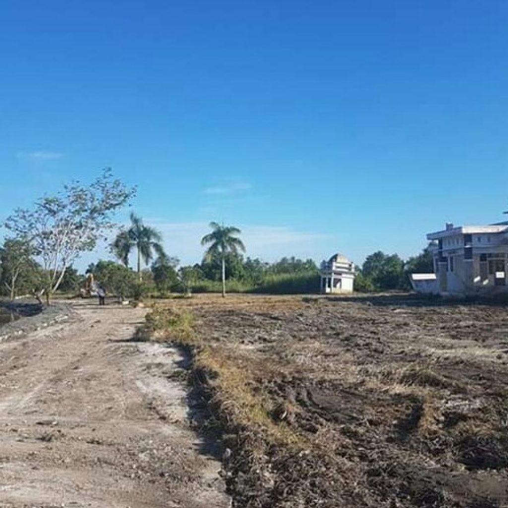 DLH Rohil Bersihkan Parit dan Drainase di Kawasan Perkantoran