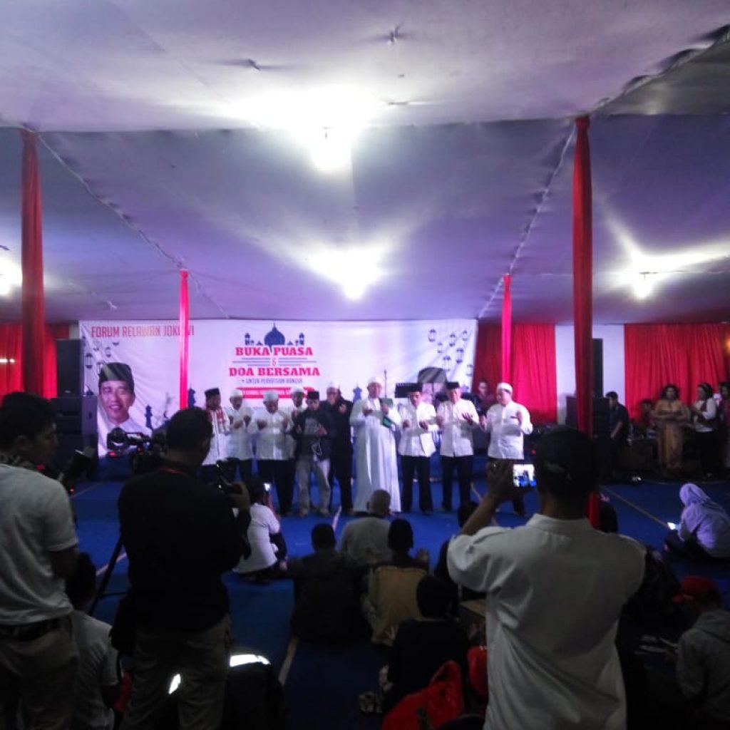 Sejumlah Relawan Jokowi Menggelar Doa,Dan Berbuka Puasa Bersama