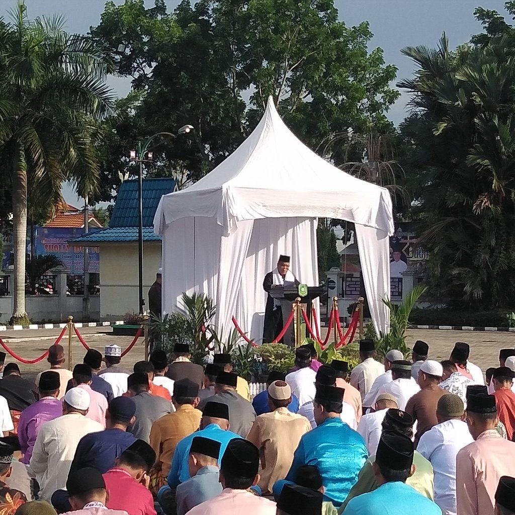 Bupati Irwan Sholat Idul Fitri 1440 H Bersama Ribuan Warga Meranti