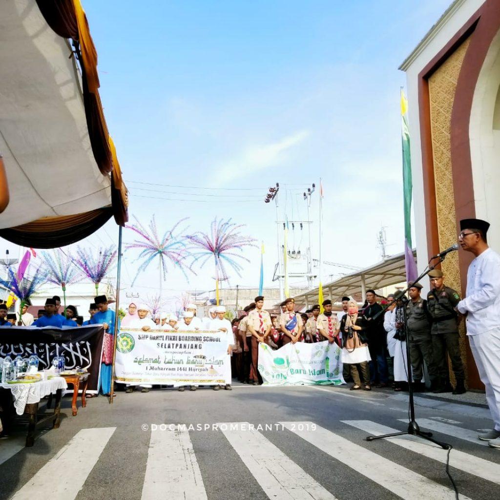 Asisten lll Setda Kepulauan Meranti Lepas Peserta Pawai Taaruf Di Depan Masjid Raya Darul Ulum Selatpanjang
