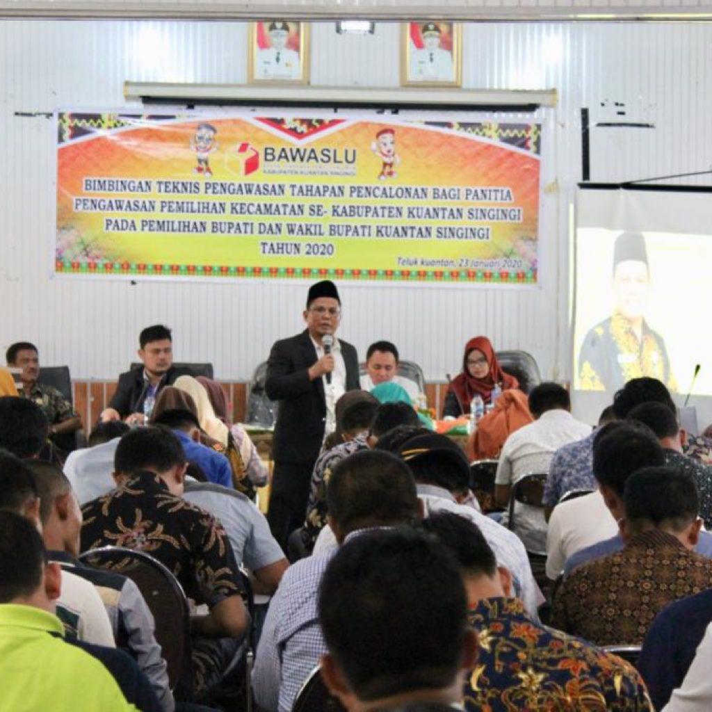 Hadapi Tahapan Pencalonan Bupati/ Walikota, Ketua Bawaslu Riau Motivasi Panwascam di Kuansing