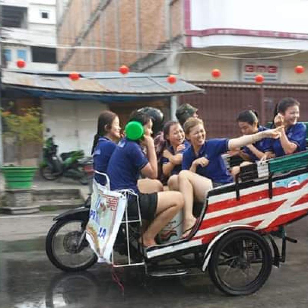 Umbar Aurat Dan Pakaian Minim, LAMR Meranti Rekom Festival Perang Air Segera Dihentikan
