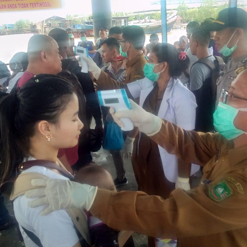 Cegah Virus Corona, Kadis Kesehatan Meranti Cek Dan Tinjau Langsung Penumpang Di Pelabuhan Tanjung Harapan