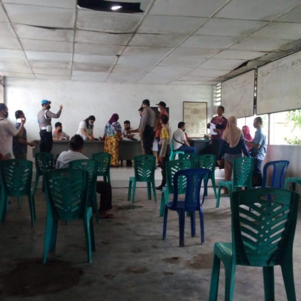 129 KK Warga Kel.Perdamean Kec.Rantau Selatan Terima Bantuan Dana Bansos