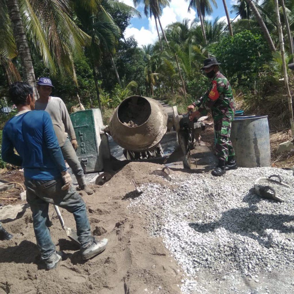 Babinsa Koramil 02/Tebing Tinggi Laksanakan Goro Pembangunan Jalan Desa Sendanu