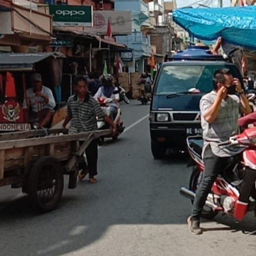 Produktif Aman Covid-19, Babinsa Laksanakan Pendisiplinan di Pasar Sandang Pangan