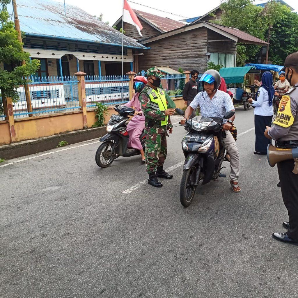 Babinsa Koramil 02/Tebing Tinggi Laksanakan Sosialisasi Pendisiplinan di Pasar Tumpah Imam Bonjol