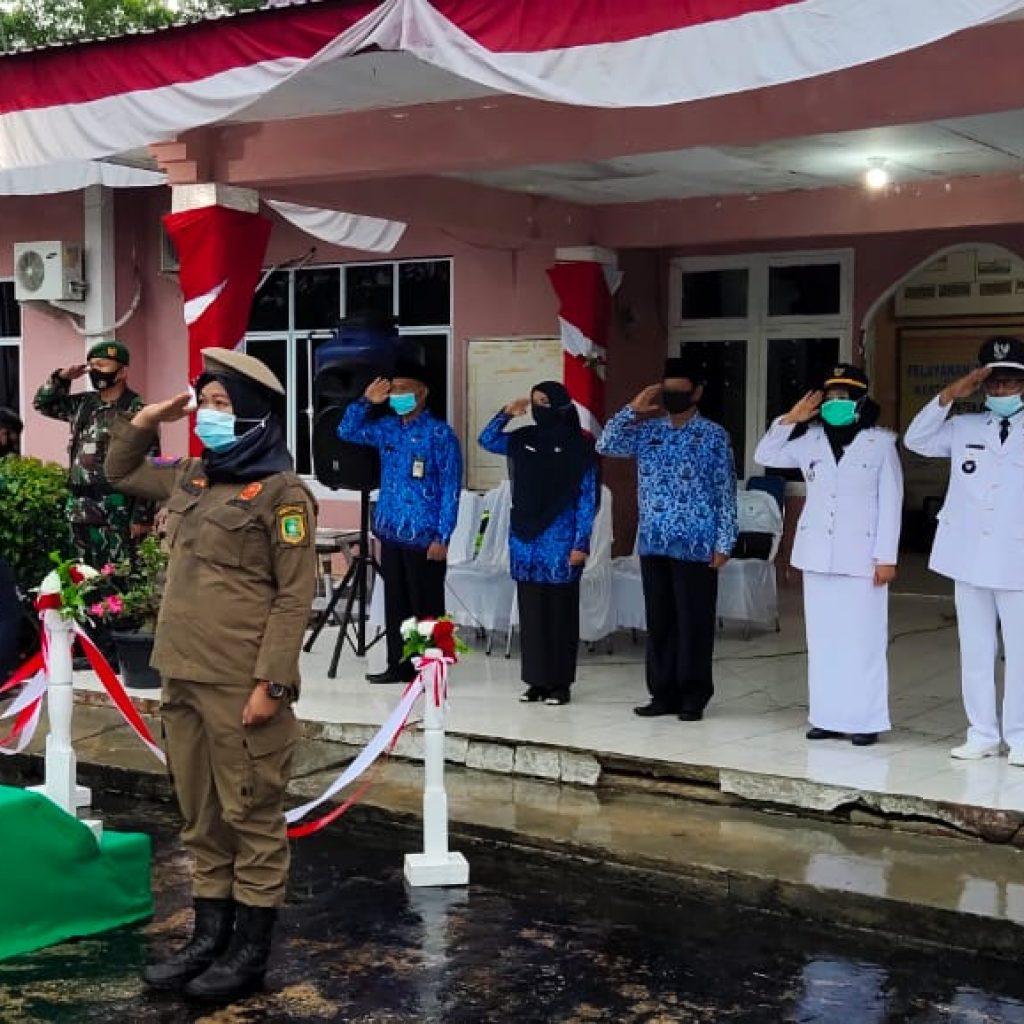 Jadi Irup Penurunan Bendera HUT RI Ke-75, Kapolsek Rangsang Barat Rela Kehujanan
