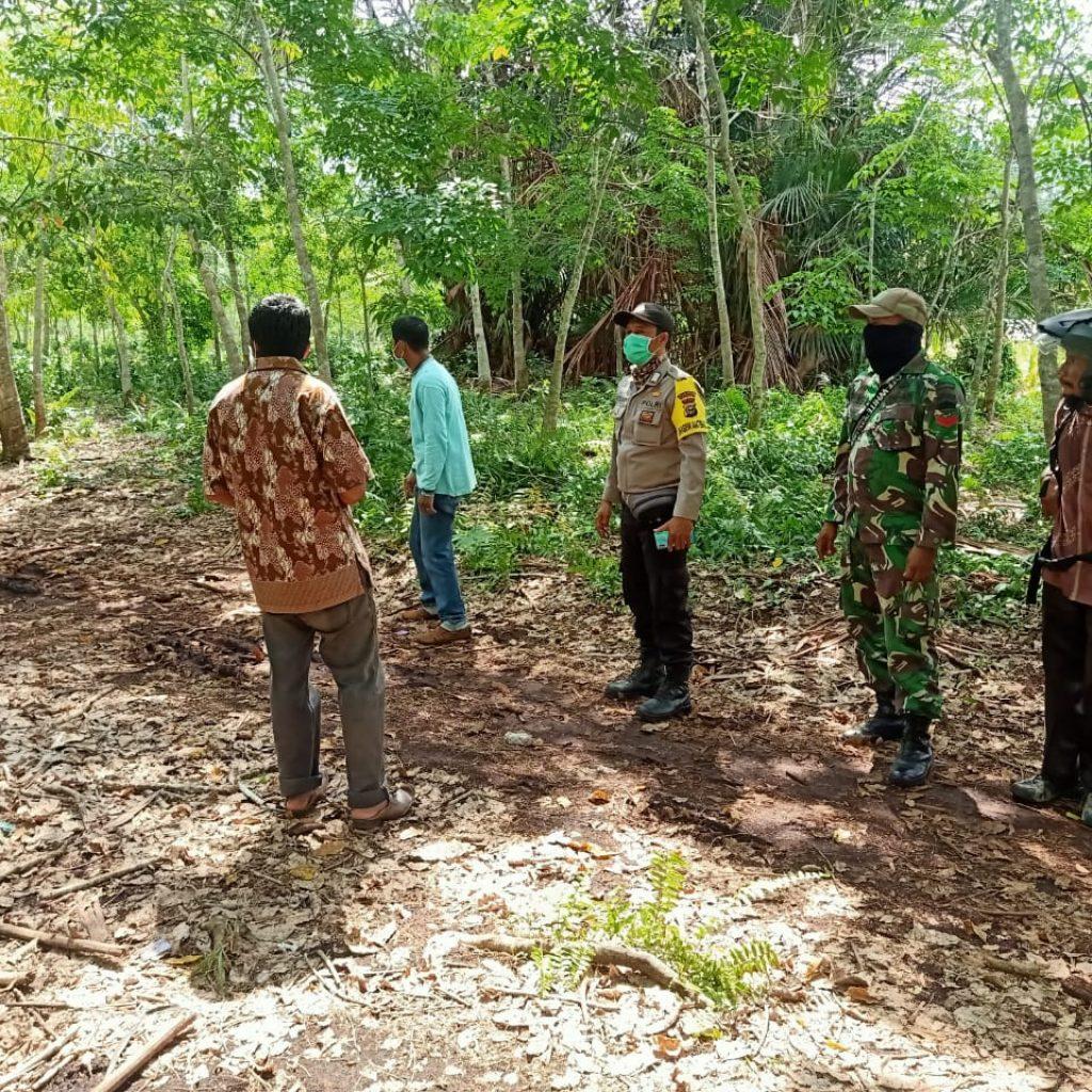 Cegah Terjadinya Kebakaran, Babinsa Koramil 02/Tebing Tinggi Terus Laksanakan Patroli di Desa Binaannya