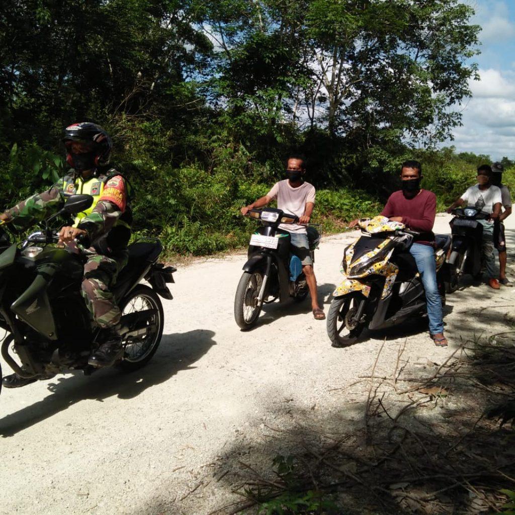 Cegah Terjadinya Kebakaran, Babinsa Koramil 02 Tebing Tinggi Bersama Aparat Desa Laksanakan Patroli dan Sosialisasi