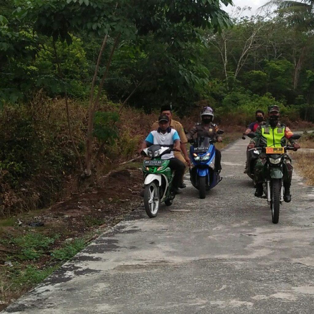 Ditengah Pandemik Covid-19, Babinsa Koramil 02 Tebing Tinggi Terus Laksanakan Patroli di Desa Binaan