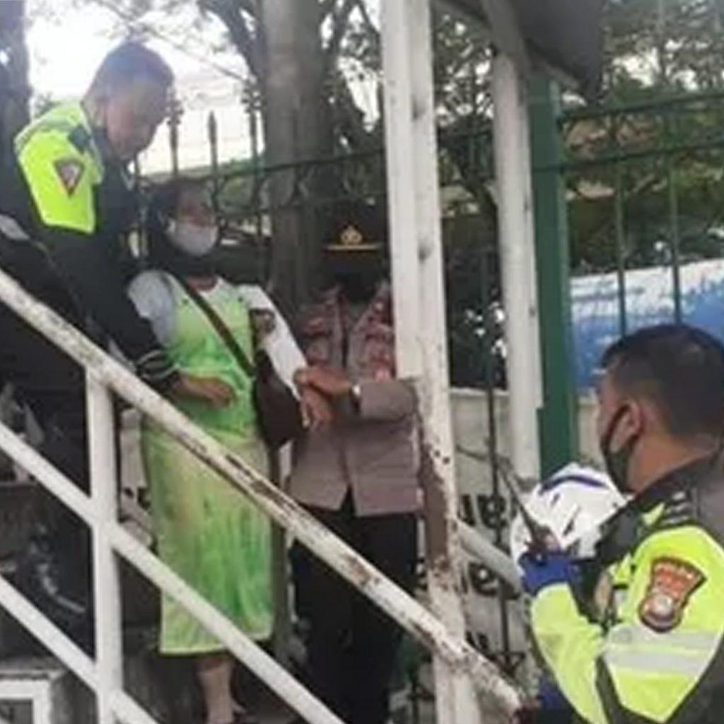 Suami Tak Pulang 2 Bulan, Wanita Hamil Mau Lompat dari JPO Gambir