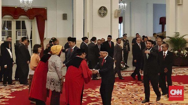 6 Hakim MK Diminta Kembalikan Bintang Mahaputera Jokowi