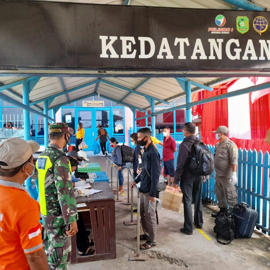 Maraknya Covid-19, Babinsa Koramil 02/Tebing Tinggi Laksanakan Pendisiplinan dan Sosialisasi di Pelabuhan Tanjung Harapan