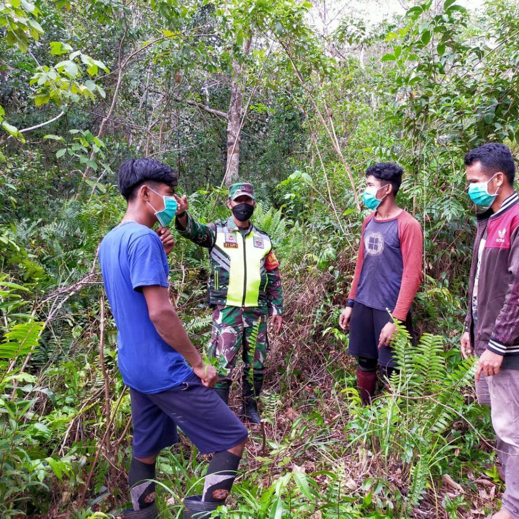 Babinsa Koramil 02 Tebing Tinggi Laksanakan Patroli Karhutla dan Sosialisasi di Desa Mekong