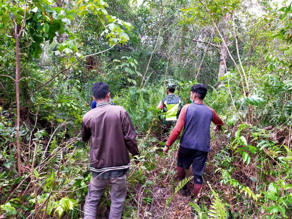 Ditengah Pandemi Covid-19, Babinsa Koramil 02/Tebing Tinggi Giat Laksanakan Patroli Karhutla di Desa Binaan