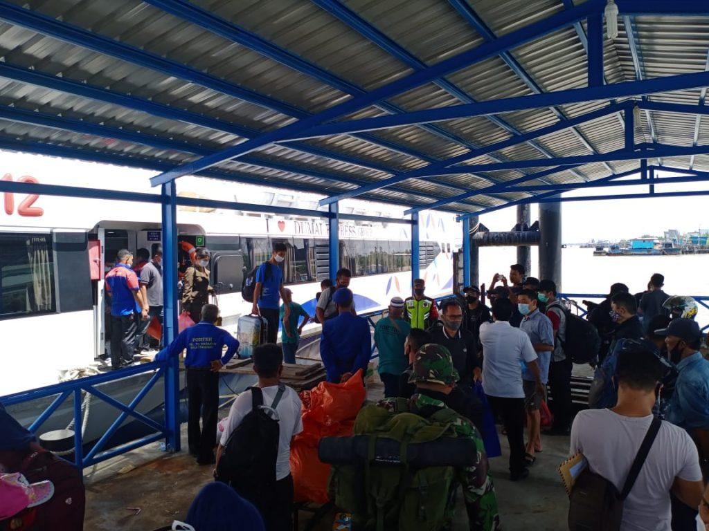 Pastikan Steril, Babinsa Koramil 02 Tebing Tinggi Laksanakan Pendisiplinan di Pelabuhan Tanjung Harapan