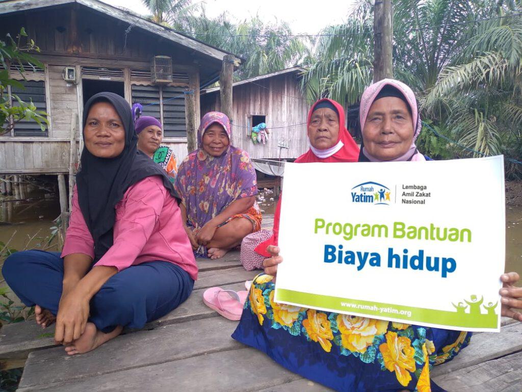 11 Lansia Duafa Riau Terima Bantuan Biaya Hidup