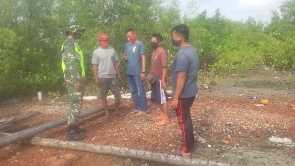 Cegah Karhutla, Babinsa Laksanakan Patroli Rutin Bersama Linmas di Desa Beting