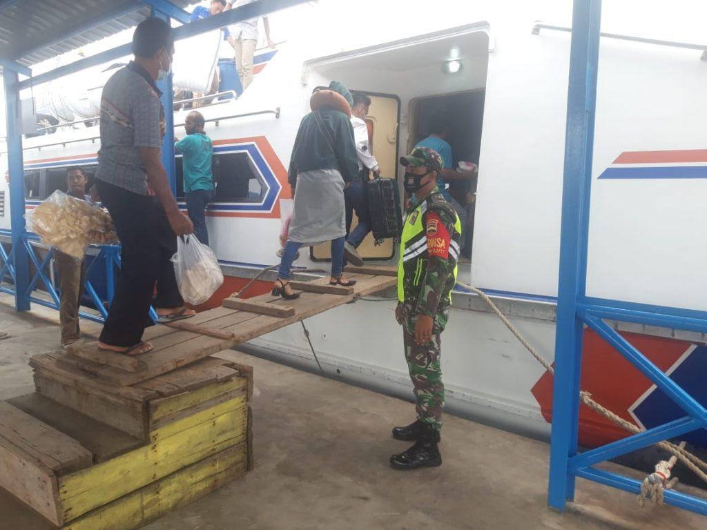 Produktif Aman Covid-19, Babinsa Laksanakan Pengecekan di Pelabuhan Tanjung Harapan