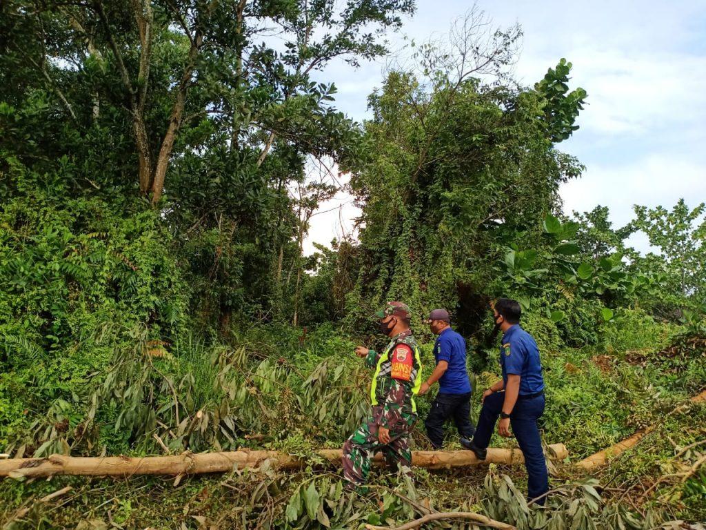 Didalam Wabah Covid-19, Babinsa Tetap Laksanakan Patroli Karhutla di Desa Binaan
