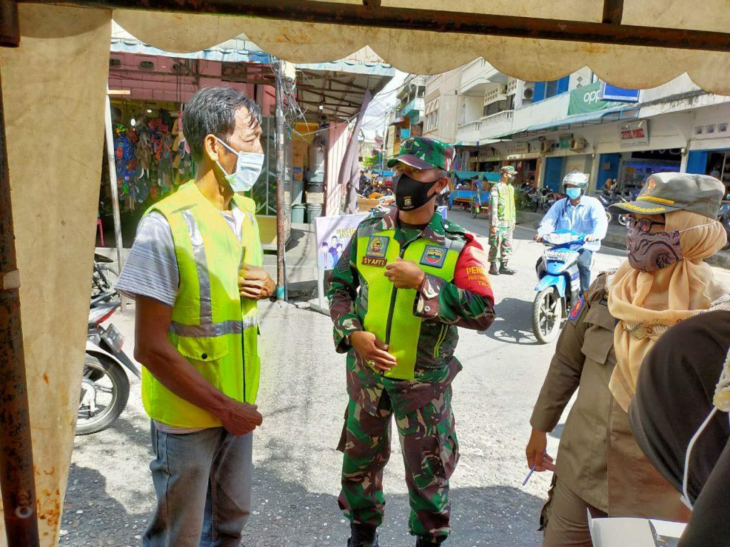 Upaya Pencegahan Covid-19 di Kepulauan Meranti, Babinsa Laksanakan Gabungan Operasi Yustisi