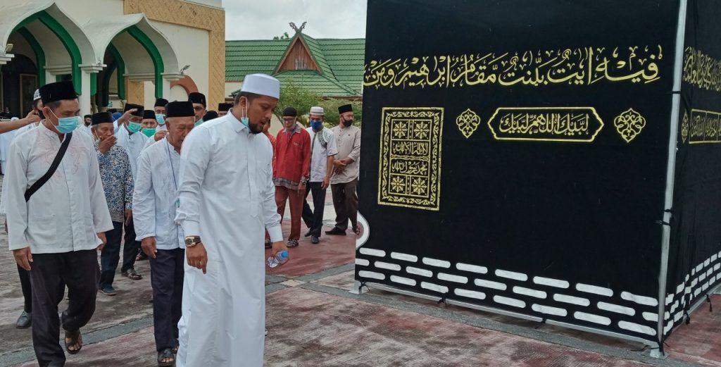 PT Ameera Mekkah Berangkatkan 100 Jama'ah Umroh Dari Kepulauan Meranti