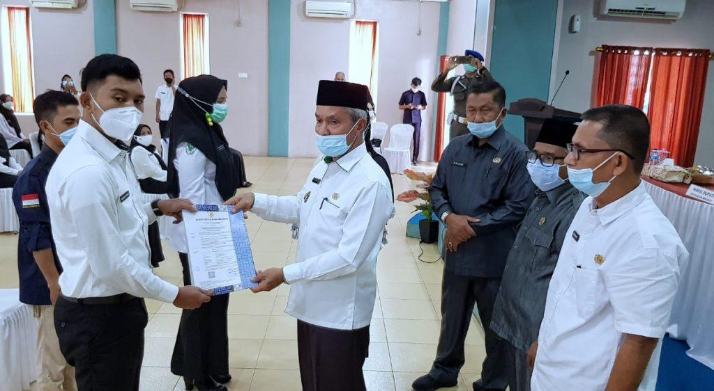 Wabup Said Hasyim Serahkan SK CPNS Meranti Formasi 2019-2020