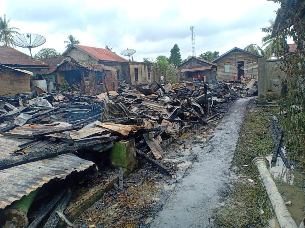 Enam Unit Rumah Warga  Sepakat Bulan Dilalap Api