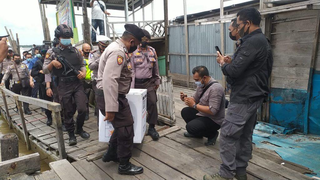 Dikawal Polisi, Sebanyak 1.920 Vaksin Telah Tiba di Meranti