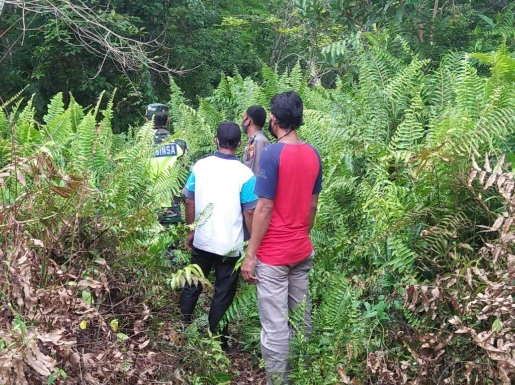 Babinsa Bersama Bhabinkamtibmas Laksanakan Patroli Rutin Karhutla di Desa Mantiasa