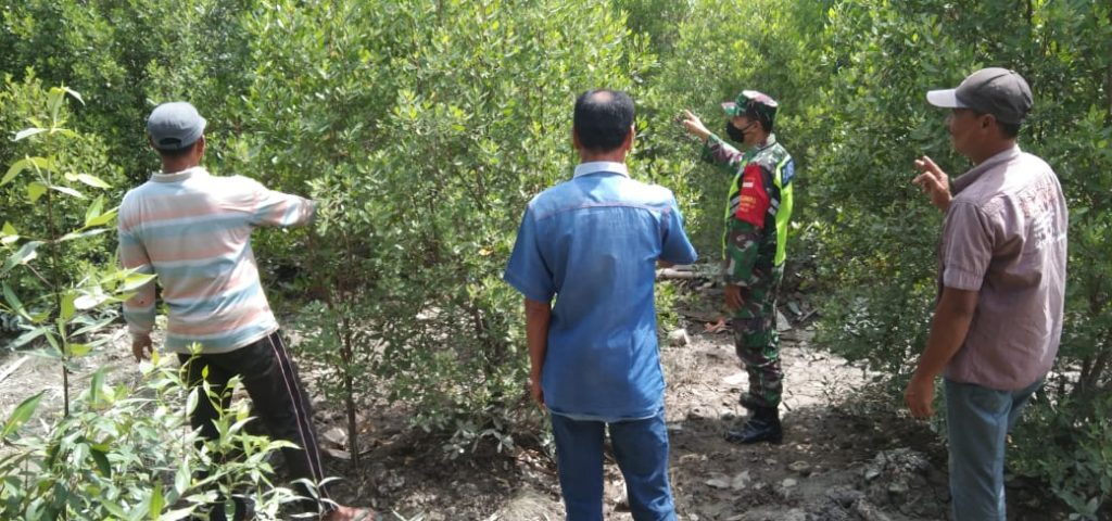 Menjadi Ancaman di Wilayah Rawan, Babinsa Laksanakan Patroli Karhutla Bersama MPA