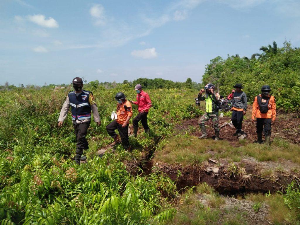 Menekan Terjadinya Karhutla, Babinsa Laksanakan Patroli Rutin di Desa Binaan