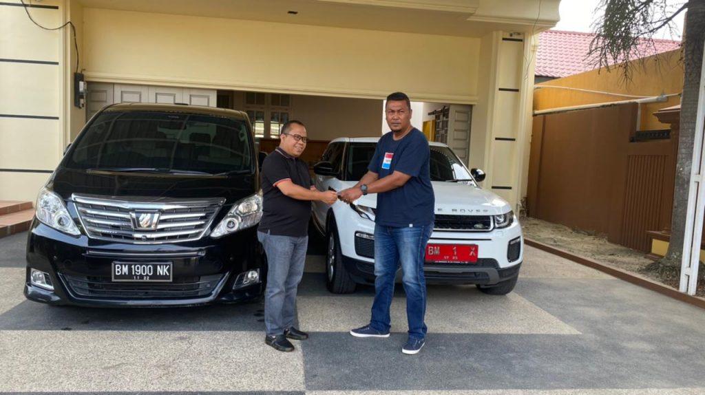 Drs. H. Irwan M.Si, Serahkan Aset Terakhir Pemda Berupa Mobil Dinas dan Rumdis