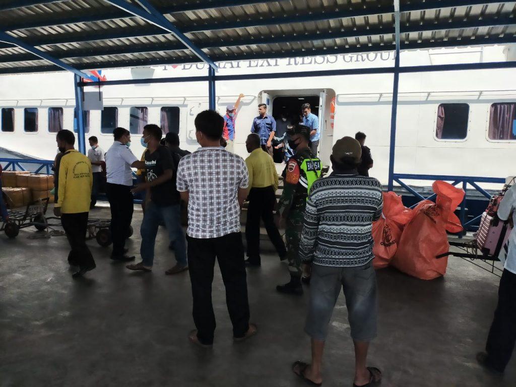 Penanggulangan Wabah Covid-19 di Meranti, Babinsa Laksanakan Pengawasan dan Prokes