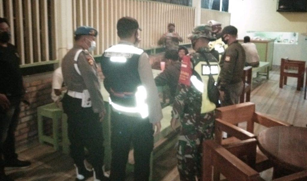 Cegah Covid-19, Babinsa Laksanakan Patroli Gabungan di Wilayah Kecamatan Tebing Tinggi