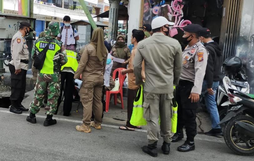 Tingkatkan Kepatuhan Masyarakat, Babinsa Laksanakan Gabungan Operasi Yustisi