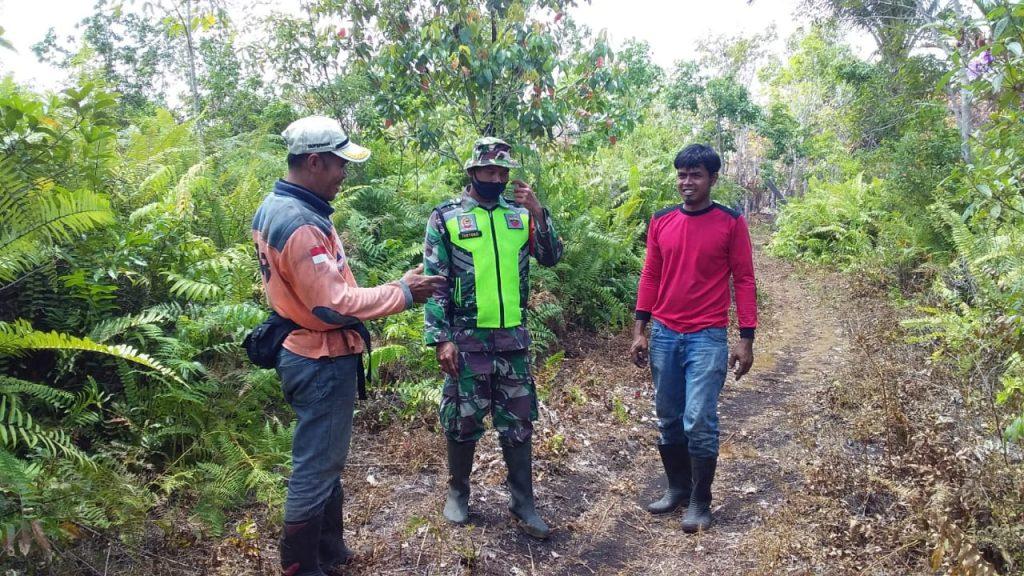 Antisipasi Kebakaran, Babinsa Bersama BPBD Laksanakan Patroli dan Sosialisasi di Desa Tenan