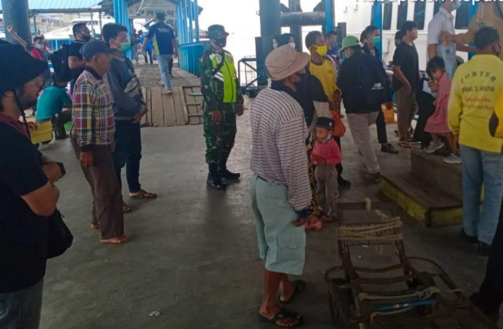 Pelabuhan Salah Satu Akses Alternatif, Babinsa Koramil 02/Tebing Tinggi Laksanakan Pengamanan dan Prokes