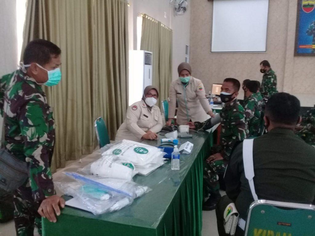 Prajurit Korem 033/WP Laksanakan    Vaksinasi