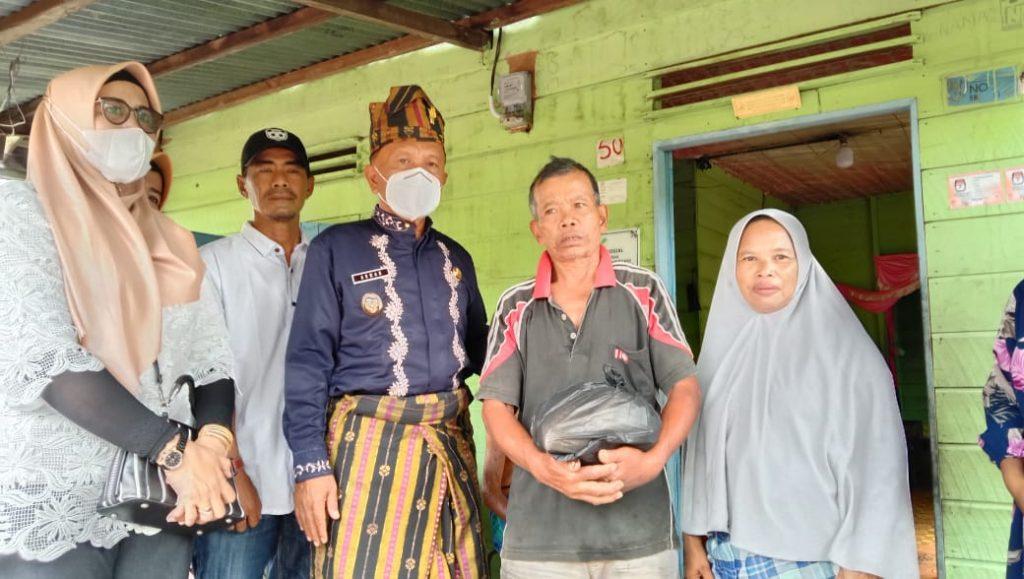 H. Asmar Berikan Bantuan Beras Sebanyak 60 Rumah