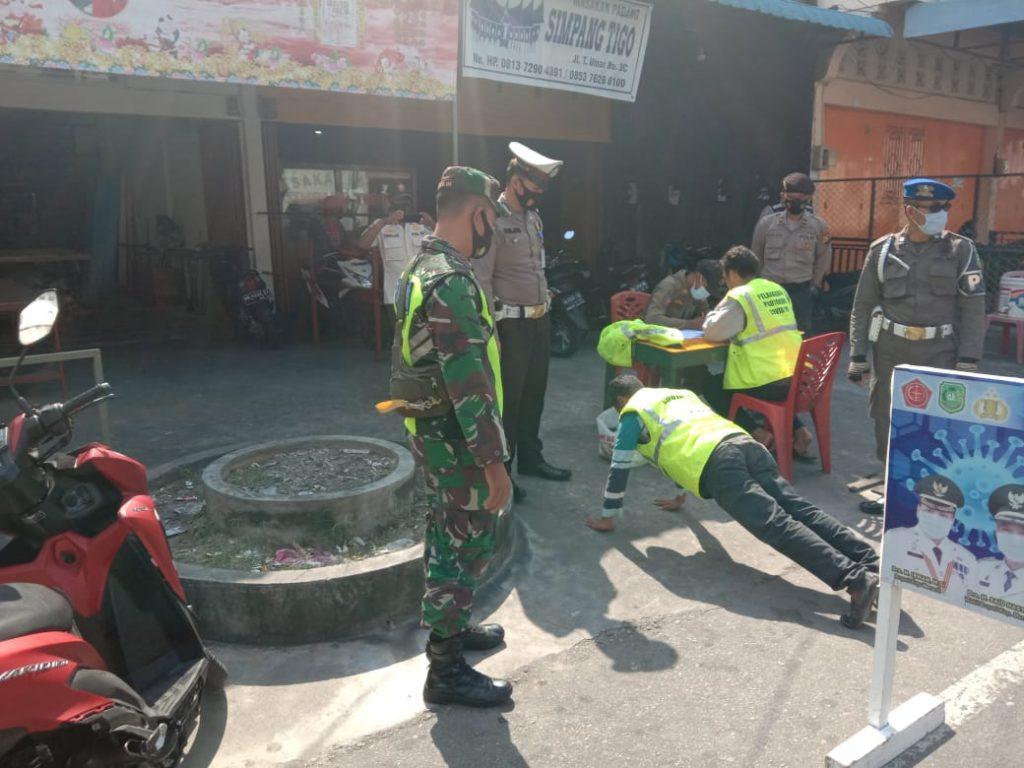 Cegah Penularan Covid-19 di Meranti, Babinsa Terus Laksanakan Operasi Yustisi