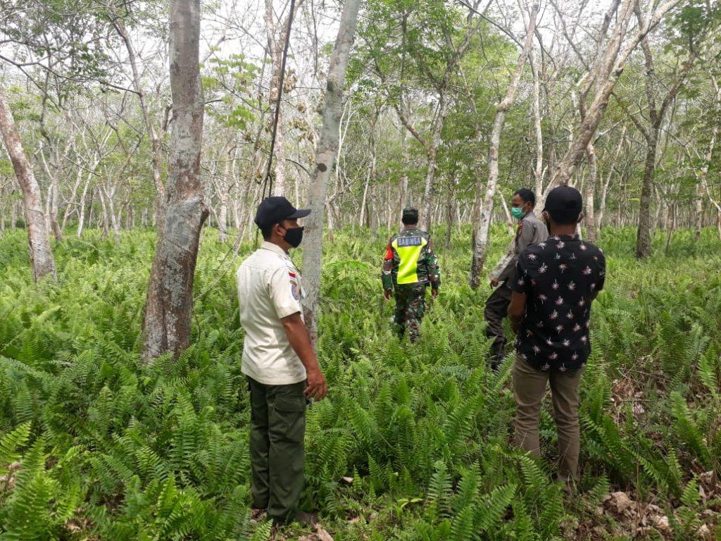 Patroli Karhutla di Desa Binaan, Babinsa Terus Berikan Himbauan dan Sosialisasi