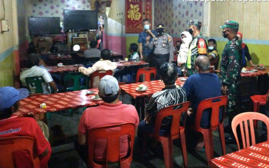 Patroli Gabungan, Babinsa Laksanakan Pendisiplinan dan Himbauan